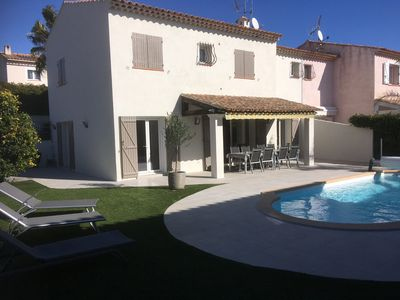Photo for Beautiful villa with private heated pool, 8 people, air conditioning, parking.