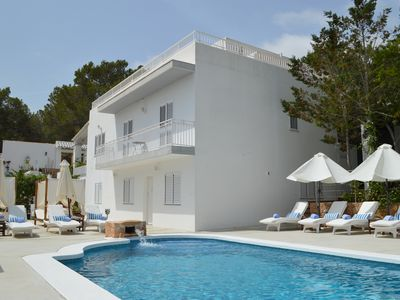 Photo for Modern villa with 6 bedrooms, swimming pool, bar and terraces near San Rafael