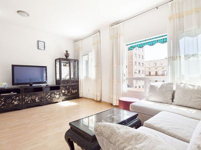 Photo for Gemütlich Roger apartment in Eixample Dreta with WiFi & air conditioning.