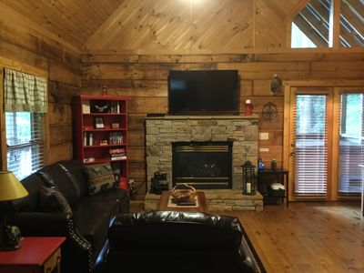 """Photo for """"Bare Feet Cabin"""" A Cozy❤️Romantic Getaway Free WiFi/Hottub/Jetted tub/Fireplace"""