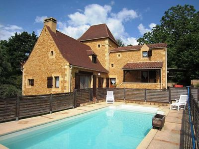 Photo for A 800 m of the medieval center of Sarlat. Perigord house 170 m². private pool