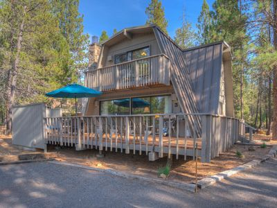 Photo for A cabin in the woods with retro-Sunriver flair awaits you and your group!