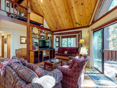Photo for NEW LISTING! Large dog-friendly cabin w/shared pool, free WiFi, tennis & skiing