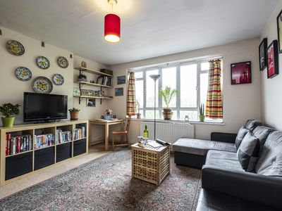 Photo for Spacious Leigh Road apartment in Kensington & Chelsea with WiFi.