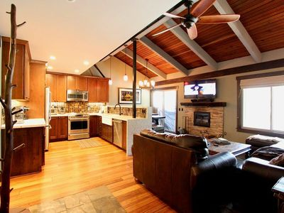 Photo for Luxury 2Bd + Loft 2Ba Discovery 4 Condo close to Canyon Lodge and the Village