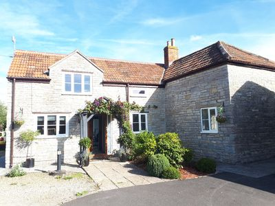 Photo for Large Luxury Cottage with hot tub, bbq + games in the grounds. Close to Devon