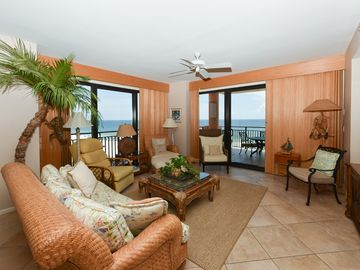 501C - 3BR with Colorful decor and a wonderful Gulf Front View