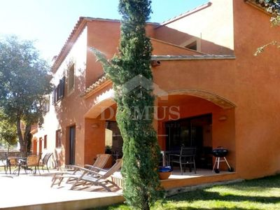 Photo for 3 bedroom Apartment, sleeps 6 with Pool and Air Con