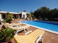 Lovely peaceful Villa with great pool. Close to San Antonio.