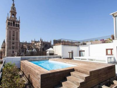 Photo for Great apartment with pool next to the Giralda