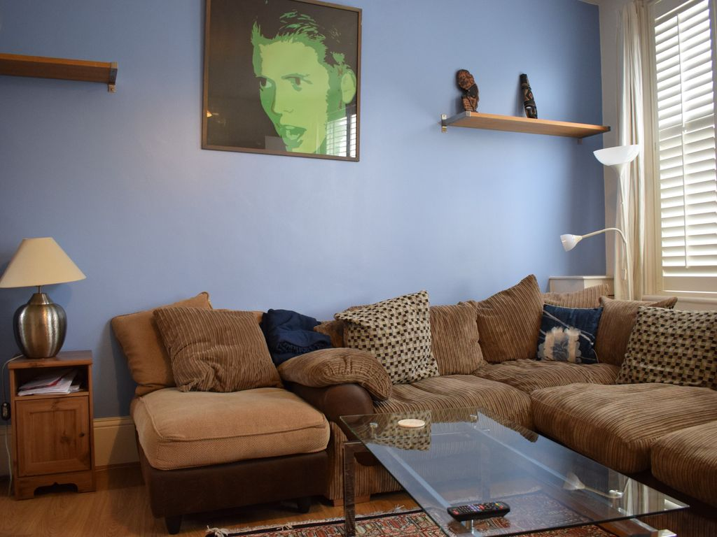 Spacious 2-Bed Apartment in Exciting Brixton! - Two Bedroom Apartment, Sleeps 4