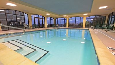 Photo for Pool. Free Breakfast. Gym. Close to National Park Medical Center.