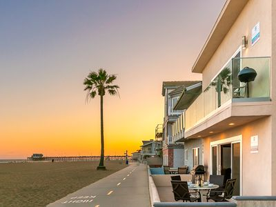 Photo for Fantastic Beachfront Home, Spacious + Walk to Everything