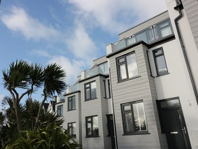 Photo for FISTRAL BREEZE, pet friendly, with a garden in Newquay, Ref 962305