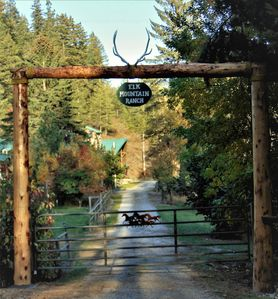 ELK MOUNTAIN RANCH GATED ENTRY