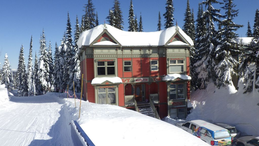 Twin Peaks A True Ski In Ski Out 4 Br 4 Ba 2200 Sq Ft 3 Levels
