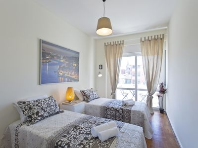Photo for Sunny Cozy Flat w / Patio | Ace Location