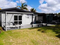 Perfect location close to shops and beach