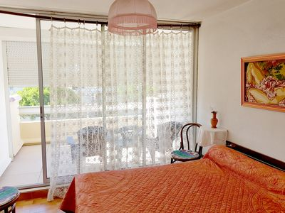 Photo for spacious apartment with solarium 200m from the beach.