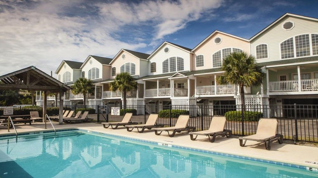 Ocean Ridge's Spacious 4 bedroom sleeps 10!