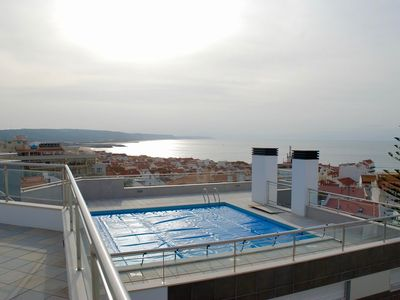 Photo for Horizon - Luxury 2 bedroom apartment with Rooftop Swimming Pool.