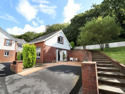 Photo for THE LODGE, pet friendly, with a garden in Kidwelly, Ref 964370