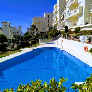 Photo for UrbanChic All Day Sun Spacious 3-BR w Large Terrace, Year Round Pool