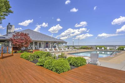 This welcoming Port Clinton condo is the ultimate Lake Erie getaway!