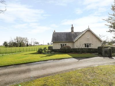 Photo for THE LODGE, family friendly in Overton-On-Dee, Ref 960372