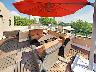 Newly Remodeled Condo w/ Rooftop Deck - Walk to Dining & Whole Foods