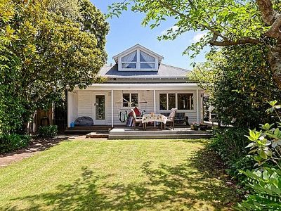 Photo for Evergreen Cottage - Christchurch Holiday Home