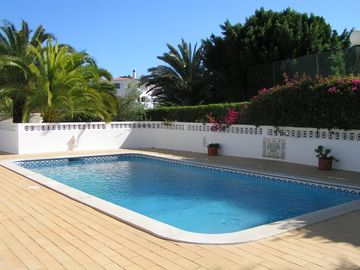 Single-storey villa. Free Pool Heating! Free WiFi. Ideal for 2 families to share