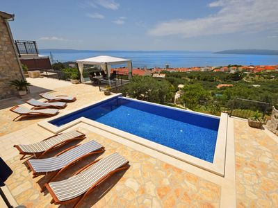 Photo for This 3-bedroom villa for up to 7 guests is located in Makarska and has a private swimming pool and a