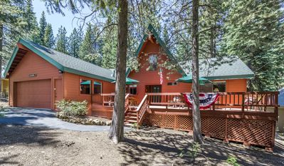 Beautiful cabin in pines, flat driveway & access to garage & 1 step up to home