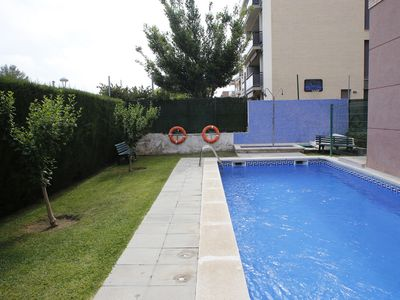 Photo for AT061 ESTACIÓ: Apartment with pool 300 m from the beach and near the center