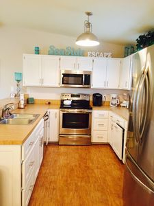 Adorable Seaside Escape! Pet And Family Friendly!
