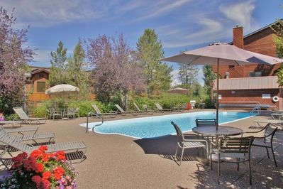 Nice Outdoor Heated Pool - open in Summer Only.