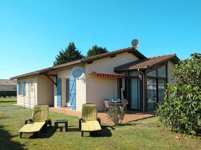 Photo for Vacation home Les Chênes  in Hourtin, Aquitaine - 7 persons, 3 bedrooms