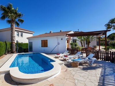 Photo for Wonderful private villa for 8 guests with WIFI, A/C, private pool, TV, pets allowed and parking