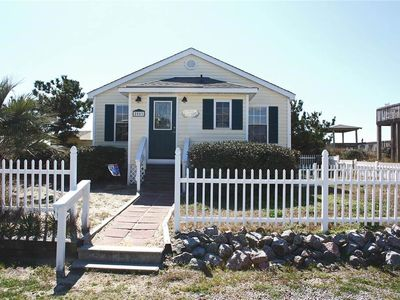Photo for Ivy Cottage: 3 Bed/1.5 Bath Dog-Friendly Oceanfront Cottage with Fenced Yard