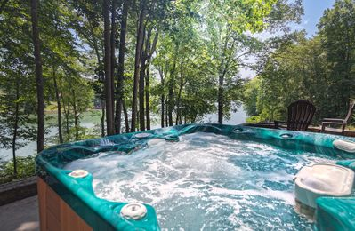 Hot tub overlooking SML