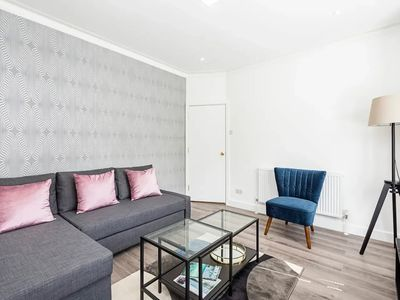 Photo for NEW Stylish 2 BD Flat close to Docklands