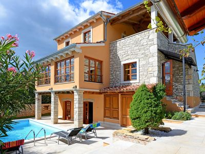 Photo for Beautiful private villa for 6 people with WIFI, A/C, private pool, TV, pets allowed and parking