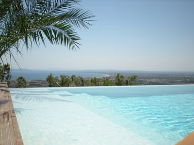 Infinity pool, beautiful views, private location, not overlooked.