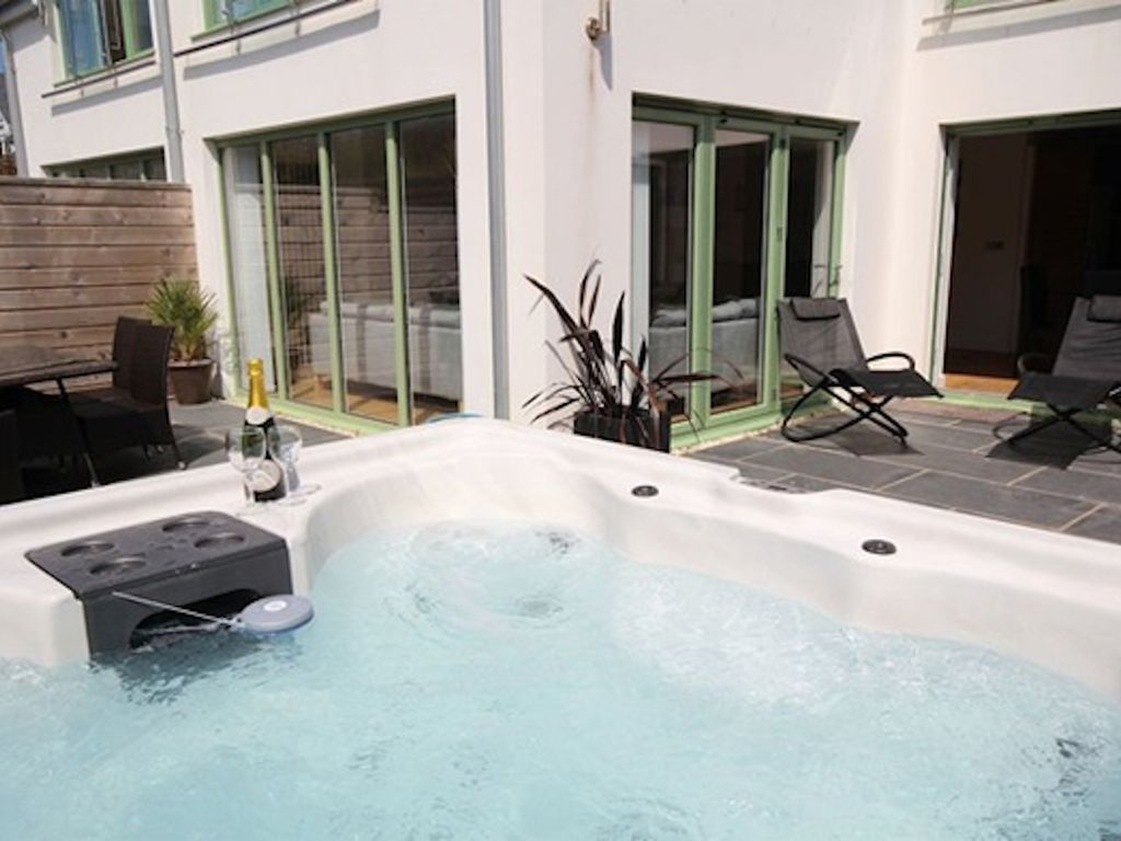 Croyde Apartment Rental   2 POINT VIEW South Facing Terrace With Private Hot  Tub