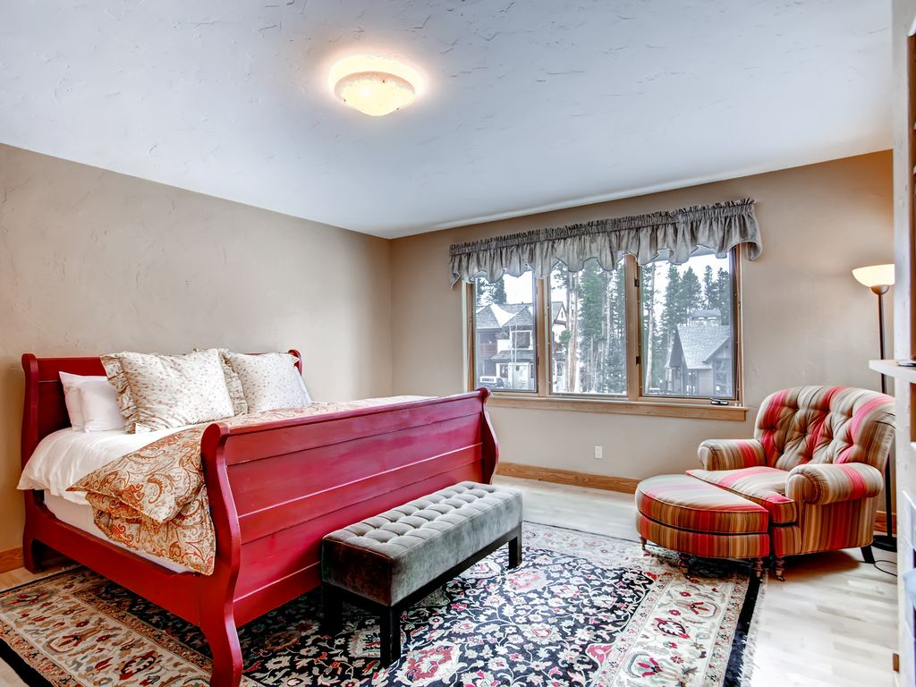 large private home on peak 8 close to slopes tub pool table