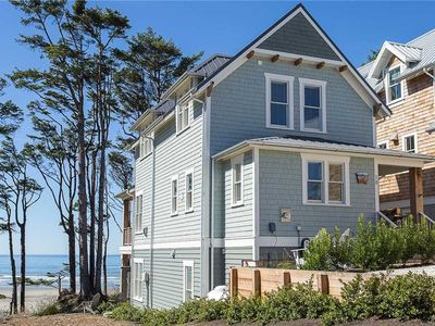 Photo for Ocean Tails: 4 BR / 3.5 BA seabrook in Pacific Beach, Sleeps 12