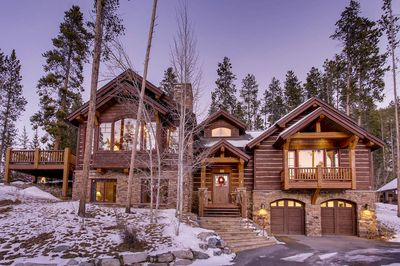 Welcome to Rustic Timber Lodge!  - Located in the exclusive Sunbeam Estates close to Main Street, Carter Park and Ice Rink!