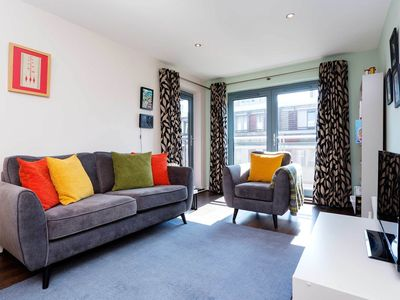 Photo for Modern style apt. in trendy Shoreditch - East London. Walk to Brick Lane (Veeve)