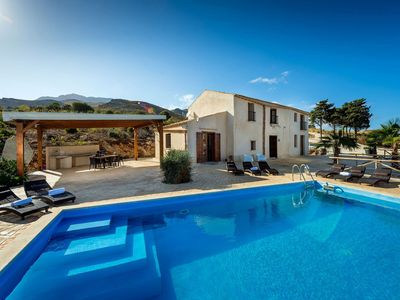 Photo for Villa Thalia in western Sicily, 5 km from the sea, with 5 bedrooms